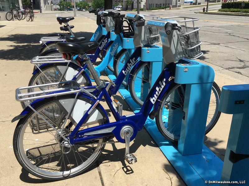 City of Milwaukee and Bublr Bikes install 10 new bike share stations