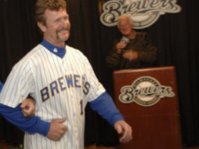 brewers bring back old logo for sunday home games onmilwaukee rh onmilwaukee com