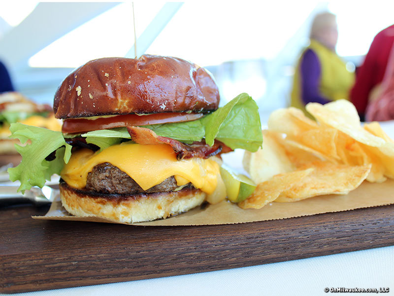 On the Burger Trail: The Sconnie Cheese Burger at Cafe Calatrava