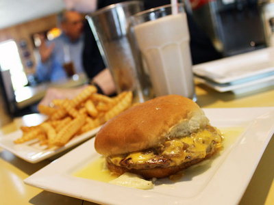 On the Burger Trail: Cheeseburger at Solly's Grille Image