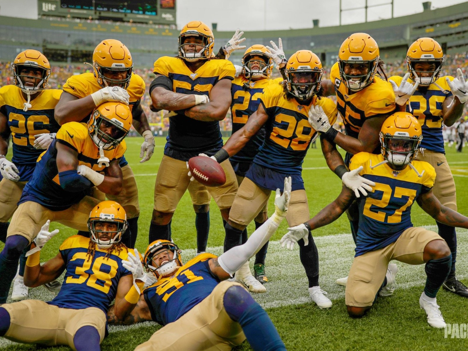 reputable site d548b 92a08 9 nifty images from the Packers' nifty 27-16 victory over ...