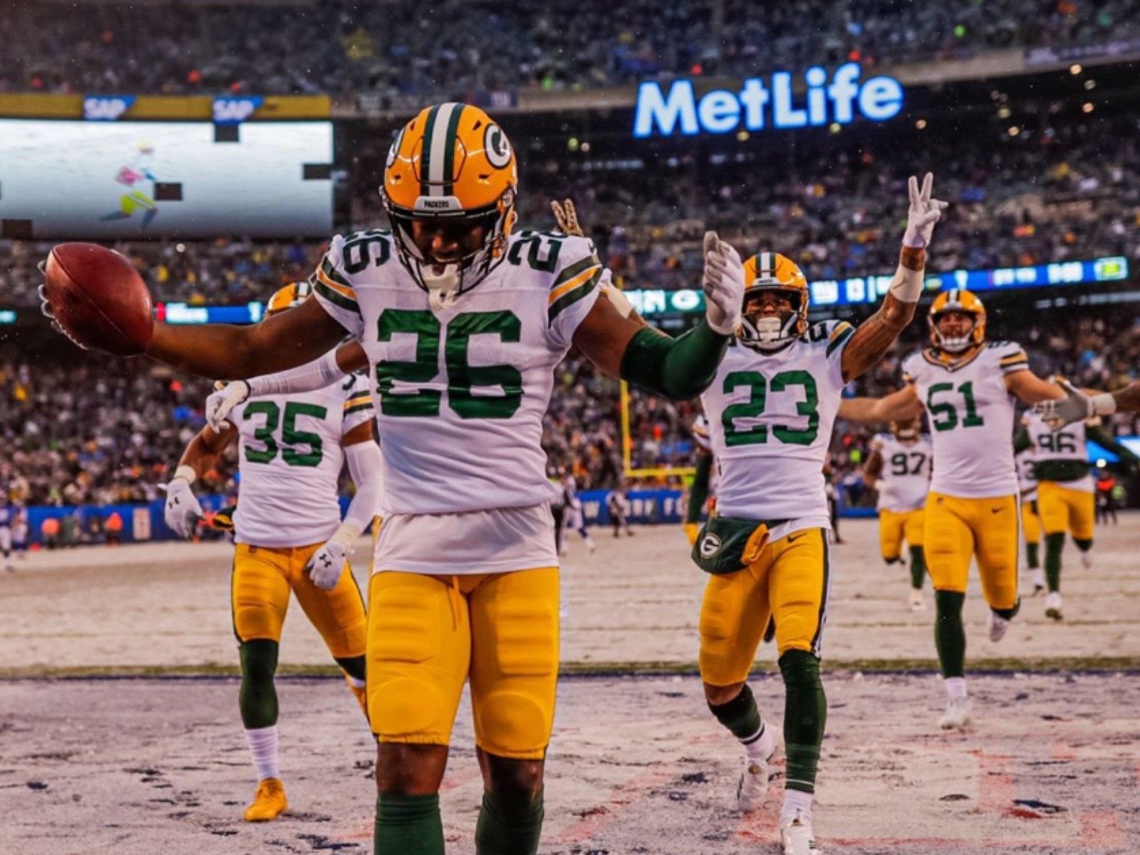 10 Cool Snowy Images From The Packers Cool Snowy Win Over The Giants