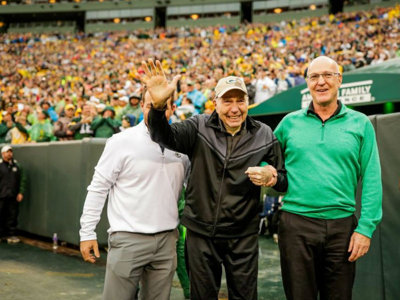 Bart Starr donates items Image