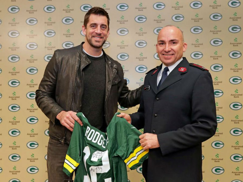 Rodgers Packers And Fans Donate 106 700 To Salvation
