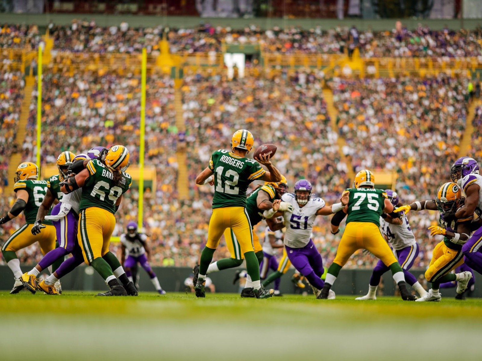 10 Cool Images From The Packers Cool Home Opening Win Over The Vikings