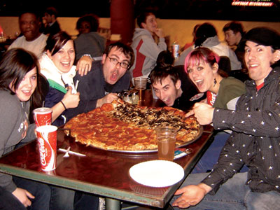 Onmilwaukee Com Dining Wisconsin S Biggest Pizza Brings