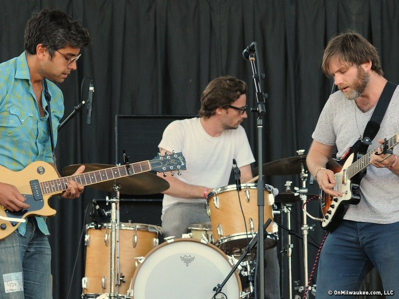 Fruit Bats dished up a high-energy performance that was perfectly suited to the Big Gig.