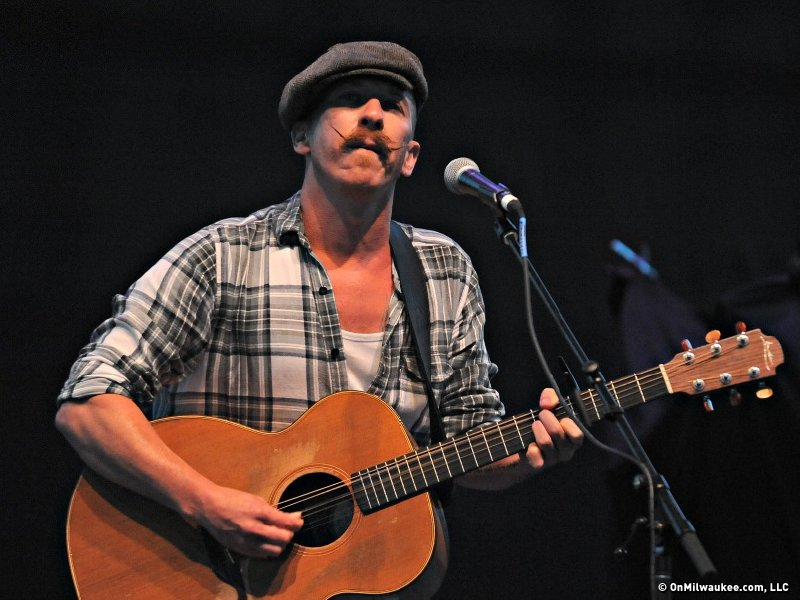 Irish musician Foy Vance, who opened the show, proved to be a tremendous talent.