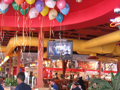 Red Robin Has A Room And Free Balloons