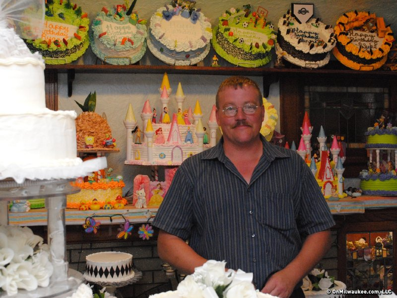 Swell Richs House Of Cakes Serves Up Slice Of Family History Onmilwaukee Funny Birthday Cards Online Hetedamsfinfo
