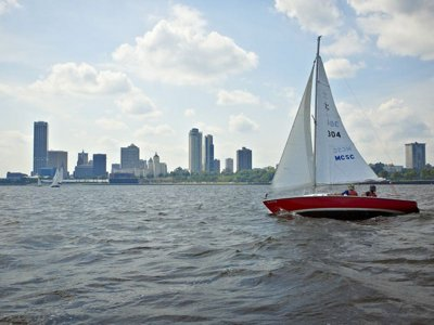 Milwaukee Community Sailing Center offers lake access to the masses