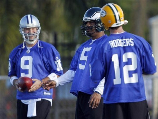 73d41906ac7 Tony Romo (left) and Aaron Rodgers (right) will give Wisconsin fans some  reason to watch the Pro Bowl.