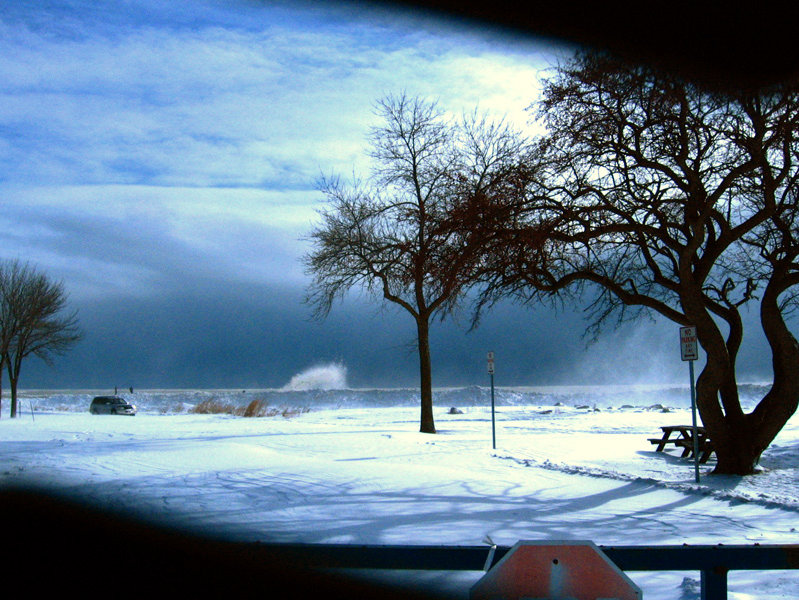 Massive waves on the breakwater.