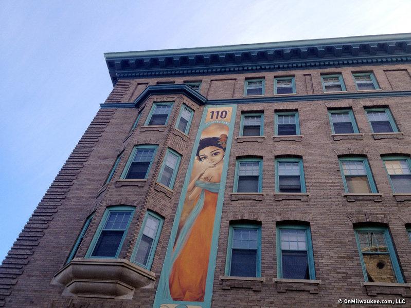 St James Court Apartments Milwaukee