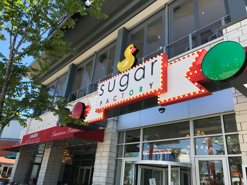 That Said You Probably Won T Run Into Any A Listers At The Rosemont Outpost As Sugar Factory Boasts Locations In Downtown Chicago Los Angeles And