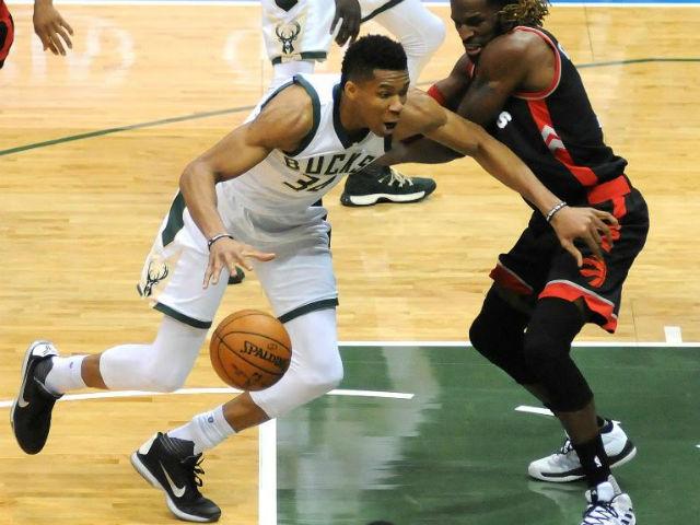 Bucks overwhelm Raptors 104-77, take 2-1 series lead