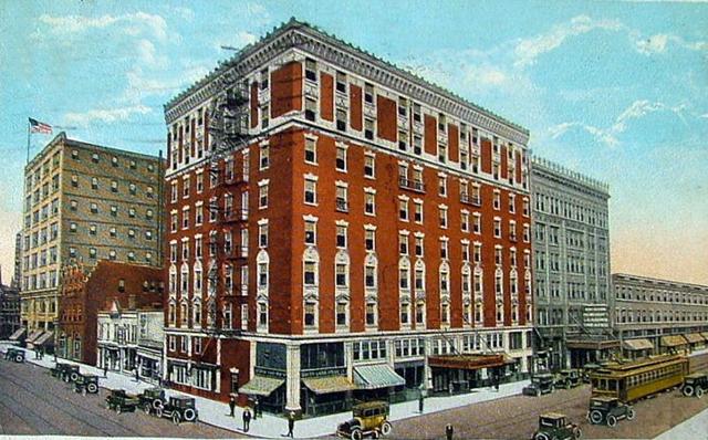 16 Bygone Milwaukee Hotels