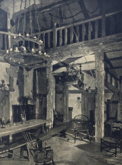 Urban Spelunking The Tavern Room Onmilwaukee