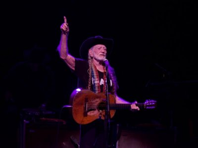 83-year-old Willie Nelson breezes through first night of Summerfest