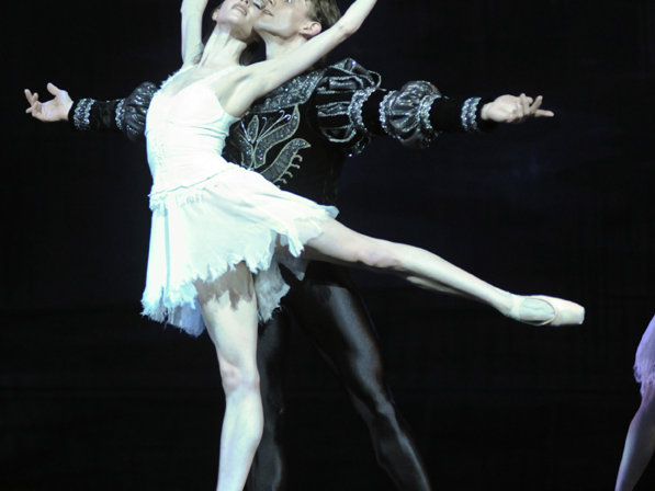"Valerie Harmon and Ryan Martin in Milwaukee Ballet's ""Swan Lake."""