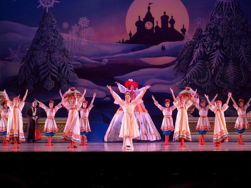 Milwaukee Ballet S The Nutcracker Is A Glittering Shimmering Gift