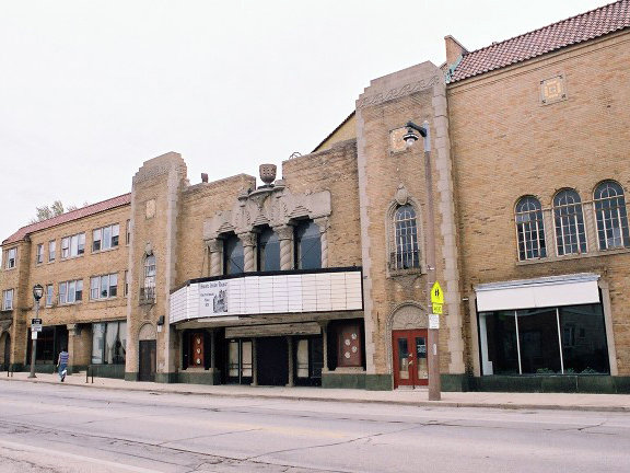 Movie theates in milwaukee
