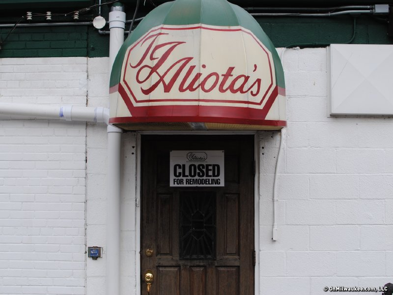 Aliota's is closed.