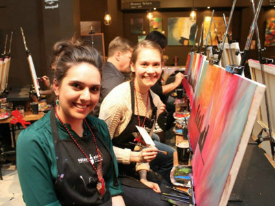 An open bar tab helps fuel artistic creativity at Splash Studio