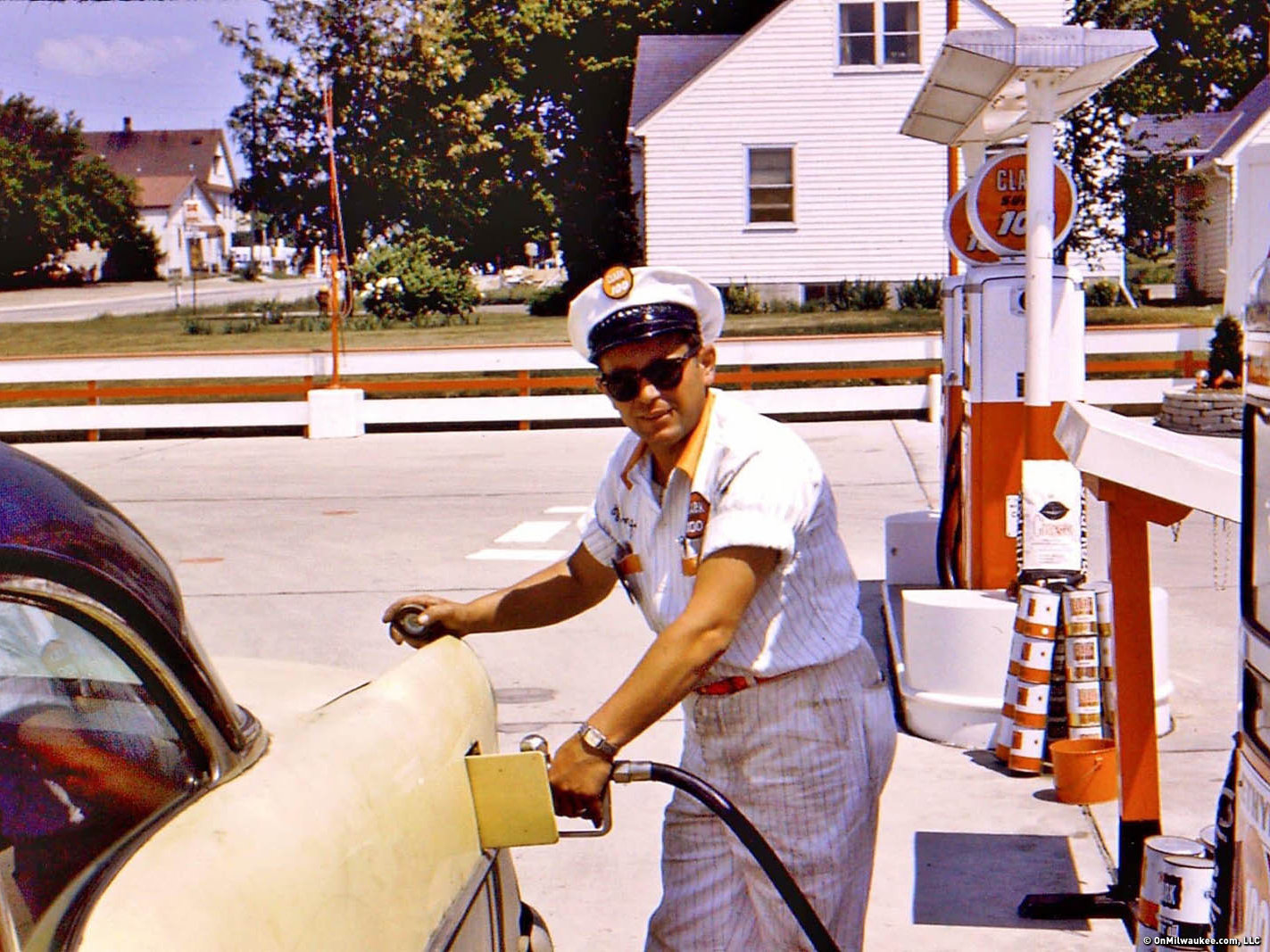 10 vintage photos of Milwaukee gas stations