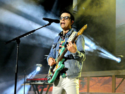 Weezer, Panic! At the Disco make for an energetic oddball Marcus Amp pairing