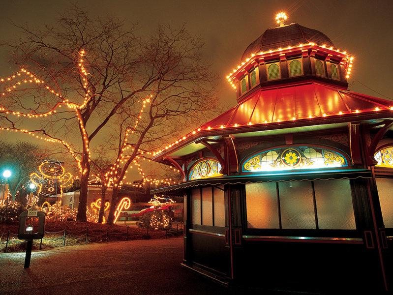 Holidays Transform Chicago Into A Windy Wintry Wonderland