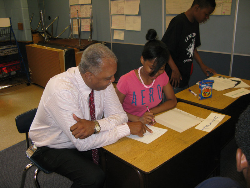 MPS Superintendent Dr. Gregory Thornton reads with a student.