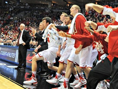 Badgers rally past Oregon for Sweet 16 berth